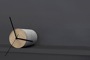 TANGENT, self-balancing shelf clock