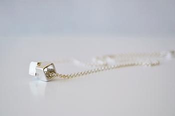 Cubic Kiss Necklace
