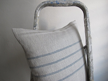 WAVY LINEN LINES - handwoven pillow in indigo and white