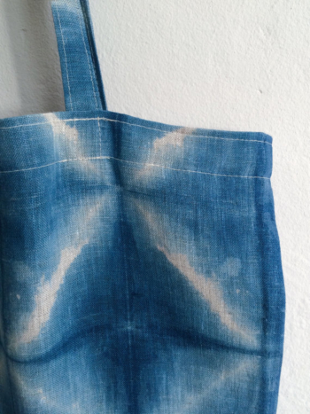 Squares in white and indigo blue. Tote in 100 % linen - in itajime shibori.