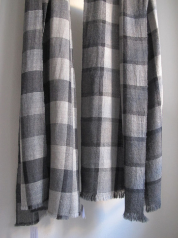 Checkered and classical scarf in babyalpaca and silk. HANDWOVEN
