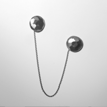 Unisex silver pin with chain