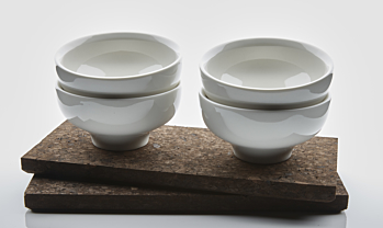 4 JADE cappucino cups and 2 cork plates